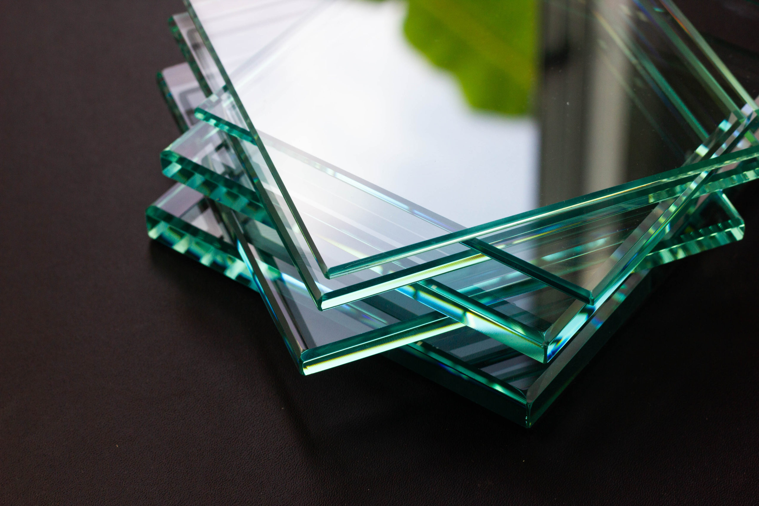 Glass,Factory,Produces,A,Variety,Of,Transparent,Glass,Thicknesses.